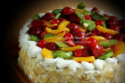 Lemon cake w/ Fruits Topping