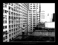 libre (Ricardo Monsanto) Tags: blackandwhite bw building contrast buildings hands hand arms arm brao pb contraste prdio build pretoebranco mos mo prdios builds predios braos