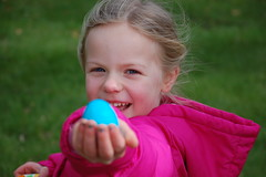 Margot finds an egg