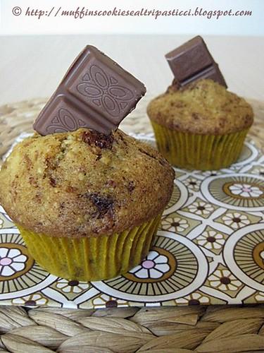 Muffin al cioccolato al latte, carote e mandorle
