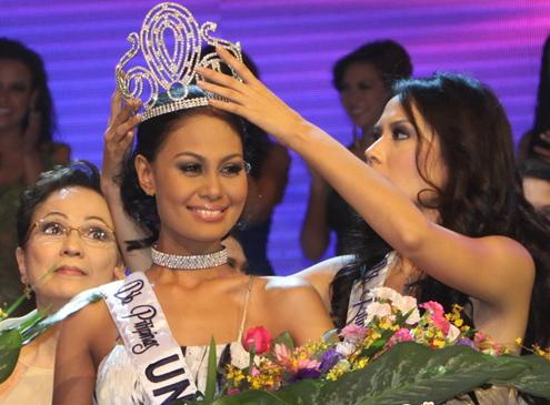 Maria-Venus-Raj-Bb.-Pilipinas-–-Universe-Decrowned