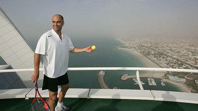 jugando tenis Burj Al Arab