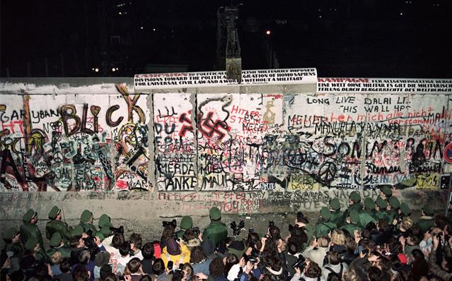柏林墙倒塌照片16