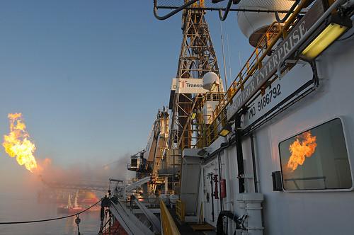 Brennende Öl-Plattform Deepwater Horizon - Öl-Katastrophe im Golf by deepwaterhorizonresponse/cc