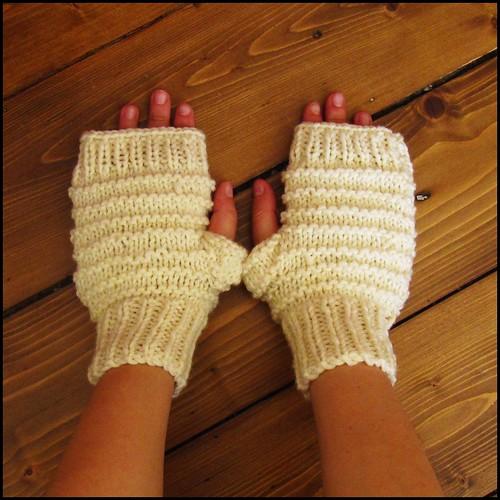 Alex gloves in CREAM WHITE