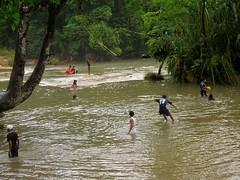 Aqua Azul 014 - Locals at the falls (Ben Beiske) Tags: mexico chiapas mexiko aquaazul