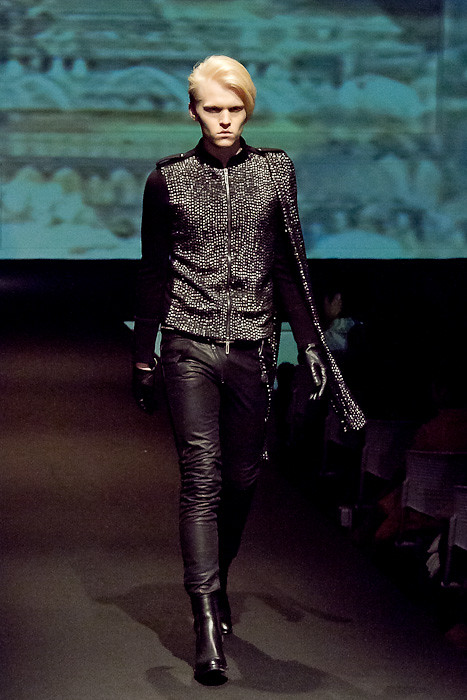 Wiktor Hansson3095_FW10_JFW_GalaabenD(Fashionsnap)