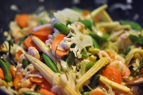 Rejer og grøntsager i wok