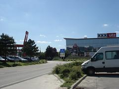 DSC09892 (Kirayuzu) Tags: rot parkplatz stuhl scs roterstuhl xxxlutz vsendorf shoppingcitysd
