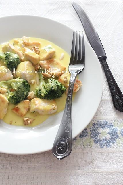Bocconcini di pollo e broccoletti in salsa allo zafferano