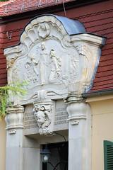 0977 Portal-Relief - Eingang vom Pfarrhaus der Gemeinde Moritzburg. (stadt + land) Tags: bilder gemeinde ort moritzburg bundesland sachsen portal relief eingang pfarrhaus