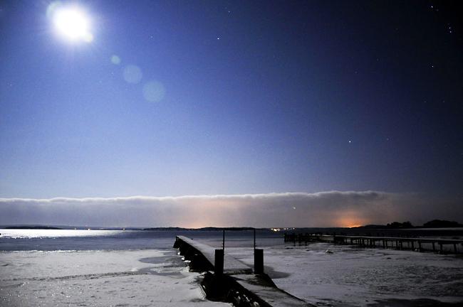 månsken vid bryggan