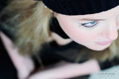julia (smawuascht) Tags: blue winter woman girl look laughing hair eyes nikon funny sweet posing blond blonde shooting frau beanie blick mütze mädchen hypo d300 emage klagenfurt haube