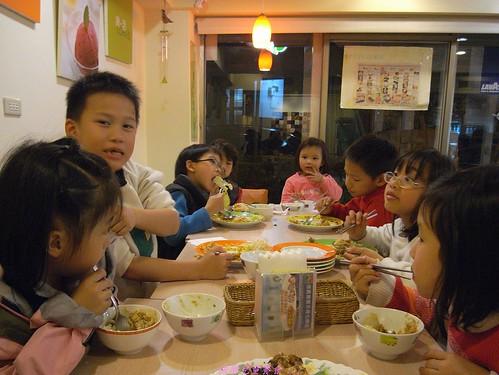 katharine娃娃 拍攝的 1快樂兒童餐。