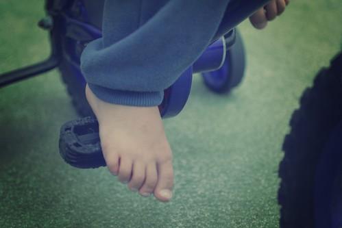 19- Barefoot Bikeriding