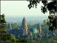 Angkor Wat (under construction) (Ria Rotscheidt) Tags: morning trees sunset beautiful early bomen paradise silent buddhism angkor ochtend cambodja ruines racines djoser stil paradijs prachtig vroeg wortels zonsopkomst sereen khmerperiode