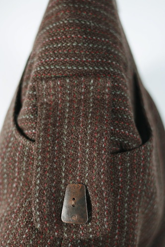 Side pocket with button