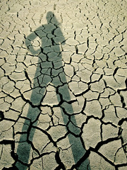 Shadow Kate : Let's Fight! (Pumpkin Chief) Tags: shadow self kate earth taiwan sp drought land jiading kaohsiungcounty theworldthroughmyeyes grounf pumpkinchief 小相機隨手拍 sonywx1 小咖。非攝影