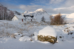 Black Rock Cottage & Buachaille Etive Mor (Ally Mac) Tags: winter white house mountain snow mountains canon scotland highlands snowy cottage glen clear glencoe wilderness cpl etive wintery rannochmoor 1755 40d