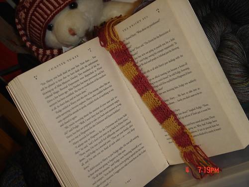 Gryffindor scarf HPKC