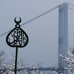 alem ve köprü (delikizinyeri) Tags: bridge winter snow cemetery canon turkey türkiye istanbul türkei turchia alem yahyaefendi 400d istanbullovers