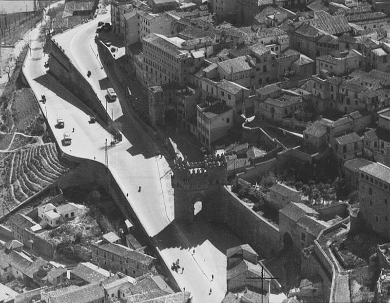 Puertas del Sol y de Alarcones. Vista aérea a mediados del siglo XX