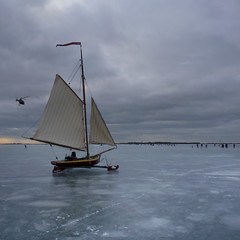 Ice yachting to Volendam on the Gouwsea (B℮n) Tags: winter holland topf50 iceskating thenetherlands helicopter wintertime topf100 marken volendam speedskaters monnickendam frozensea markermeer historicalmoment naturalice 100faves 50faves coldwave gouwzee seaofice schaatsfeest schaatstocht ijszeilen dutchskaters gouwsea iceskatingtomarken historischeijstocht 12cmdik groteijsoppervlakte schaatsweekend iceyachting skateoutdoors dutchskatejourney iceinthenetherlands hollandlovesice dichtbevroren gouwzeedichtbevroren2009 12cmdikijs infiniteseaofice 12cmthickice monnickendammarkenvolendam iceskatingonthegouwsea beautifulseaofice schaatsenoverdegouwzeein2010 laatstekeerwasin2009en1996