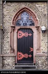 Zons am Rhein (GLOBI ۞ FUZZI) Tags: pink church germany deutschland kirche nrw rhine rhein allemagne tür kirk zons niederrhein historisch ドイツ festezons canoneos50d colorphotoaward flickraward globifuzzi