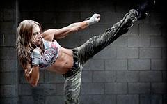 kaslı vücutlar Kaslı kadın vücudu Fitness hareketleri