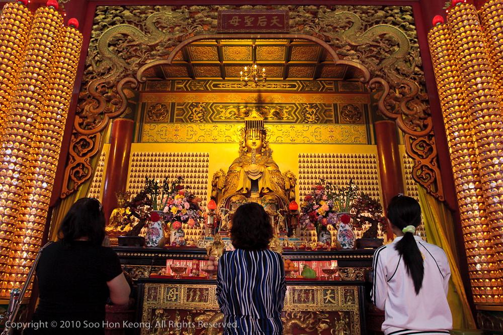 Praying @ Thean Hou Temple, KL, Malaysia