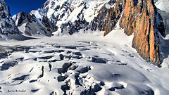 Seracchi in Valle Blanche - Monte Bianco (Explore) (Marioleona) Tags: valle valdaosta mountains mount monte montaas mont mariobrindisi landschap landscape ice glacier glaciar ghiaccio ghiacciaio courmayeur climbing chamonix blanche blanc bianco alps alp alpes