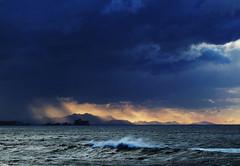 Frio viento del norte tirita el cielo a lo lejos (Mariano Aspiazu) Tags: espaa atardecer cantabria liencres marcantbrico sierradelcuera costaquebrada marianoaspiazu