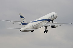 4X-EBU - 26053 - El Al Israel Airline - Boeing 757-258 - Luton - 100309 - Steven Gray - IMG_8069