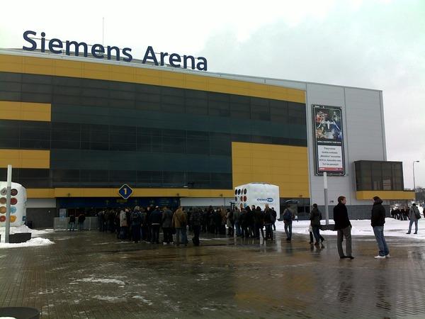 Eilės prie Siemens Arena