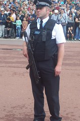 Armed Police officer outside Buckingham Palace (Trojan631) Tags: las blue coastguard rescue west london art geotagged fire sussex coast volvo interesting brighton traffic 4x4 south police scout surrey ambulance led east explore nhs dna operations service roads met emergency incident firefighter paramedic 112 rapid metropolitan officer v50 scania 2012 2010 response armed crawley evs fordfocus v70 so19 2011 constabulary policing arv publicorder rrv mercedessprinter uvmodular wsfrs co19 secamb metpol so6 suspol esfrs trojan631