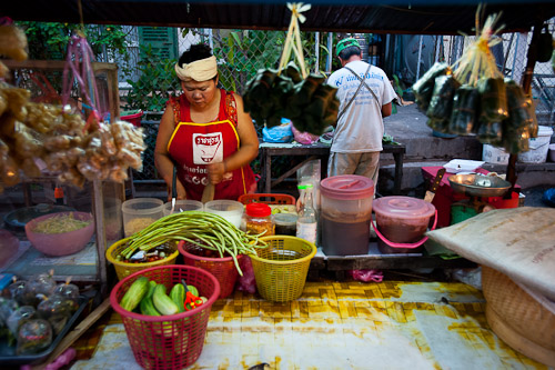 Making tam mak hung, papaya salad, at Vientiane's Ban Anou Evening Market, Laos