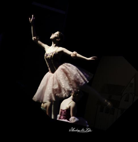 Nisi's_Dance_Adamah065_glow