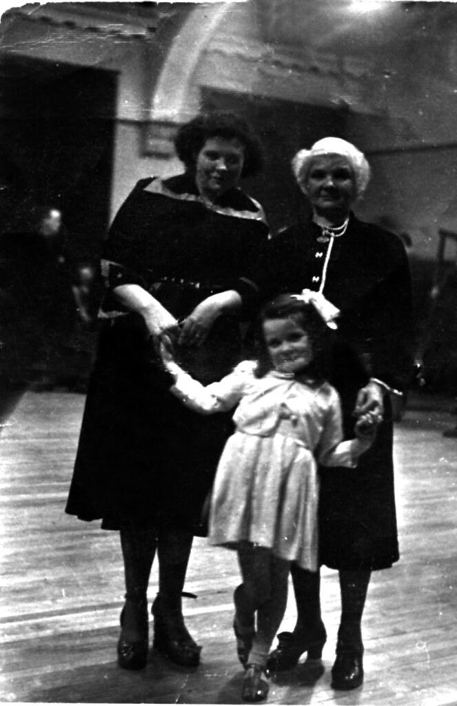 Cathie Mulligan, 1940s