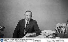 Anglų lietuvių žodynas. Žodis director of research reiškia tyrimų direktorius lietuviškai.