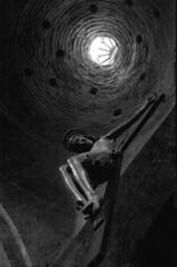 Crocifisso (Lorenzo Dottorini) Tags: italy italia arte cupola cristo tmax400 perugia statua assisi umbria croce passione kiev4 jupiter8 kodaktmax russiancameras crocifisso sanpietroassisi