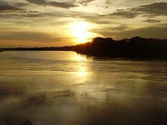 Eldorado (lejanosur) Tags: viaje atardecer agua selva bolivia cielo nubes ocaso sueño amazonas dorado beni riobeni