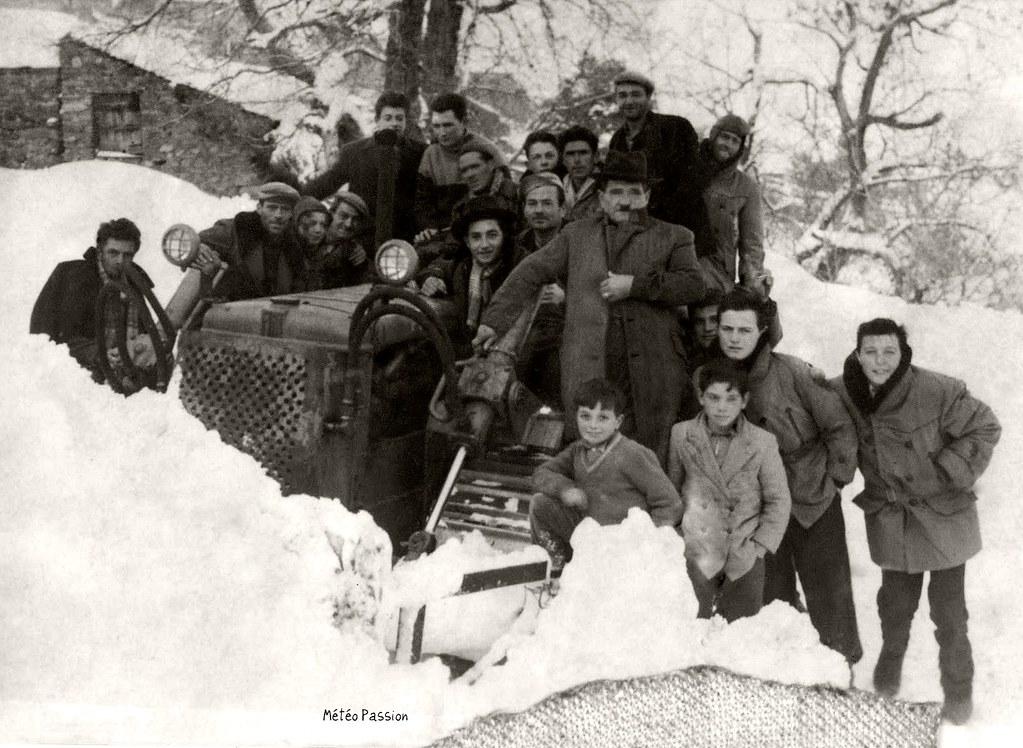 chasse-neige à Rutali en Corse en février 1956