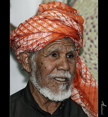 (ANOODONNA) Tags: portrait orange oldman wrinkles canonef2470mmf28lusm whitehair canoneos50d anoodonna  alanoodalrasheed 25 aljanadriyah2010 1431 aljanadriyah25th