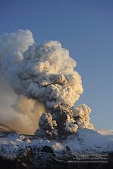 Eyjafjallajokull shs_n3_045597 (Stefnisson) Tags: ice de island volcano iceland islandia flood glacier cap ash lightning volcanic eruption gos ísland vulcano islande aska plume volcan vulkan vulkaan volcán islanda icecap lightnings eyjafjallajökull ijsland eyjafjallajokull eldgos ashfall stefnisson 火山アイスランド