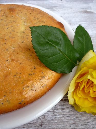 focaccia dolce al limone con semi di papavero