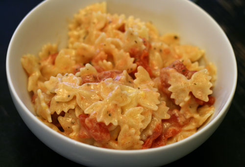 Cooking with Kids: Pasta with Things Mixed In (Aka Macaroni and Cheese with Tomatoes)
