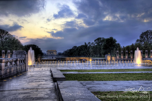 WWII Memorial and Lincoln Memorial