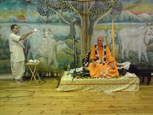 Indradyumna Swami Vyasa puja in UK 2010 -0012 por ISKCON desire  tree.