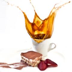 coffee & tirami-su = splash (dongga BS) Tags: food coffee square dessert drops essen sweet kaffee 11 homemade tiramisu splash hispeed tropfen erdbeere erdbeeren quadratisch hausgemacht strawberrie spritzen canoneos50d ef35mmf14lusm selbsgemacht sssspeise