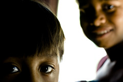 Escola Indígena (Thiago Carminati) Tags: look brasil children olhar village bahia criança indigenous olhares aldeia indígena pataxó coroavermelha suldabahia indianschool indigenouschildren indío escolaindígena aldeiapataxó criançaindigena villagepataxó